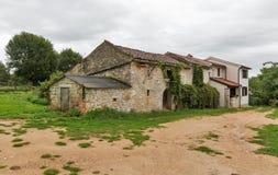 Forntida hus i stationen Blek, Istria, Kroatien Arkivfoto