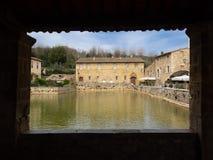 Forntida by i Tuscany royaltyfri foto