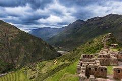 Forntida Inca Ruins i Pisac, Peru arkivfoto