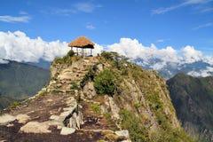 Forntida Inca Trail som leder till Machu Picchu, Anderna royaltyfri fotografi