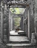 Forntida ingång för Bayon tempel Arkivbilder