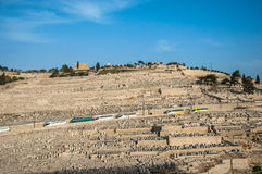 Forntida judisk kyrkogård på Olive Mountain i Kidron Valley Royaltyfri Foto