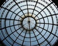 Forntida köpcentrumgalleri Vittorio Emanuele i mitt av Milan, Italien royaltyfria foton
