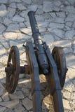 Forntida kanon på hjul Arkivbild