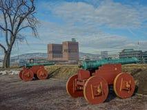 Forntida kanoner i ett av tornen av den Akershus fästningen, nolla arkivfoto