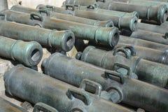 Forntida kanoner i MoskvaKreml royaltyfri bild