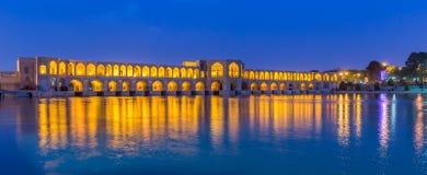 Forntida Khaju bro, Pol-e Khaju, i Isfahan, Iran Royaltyfri Fotografi