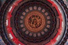 Forntida kinesisk arkitektur/byggnad Plafond Caisson av Qianqiu Ting, den imperialistiska trädgården, Forbiddenet City royaltyfri fotografi