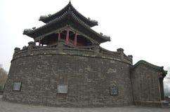 Forntida kinesisk byggnad, vägg och pavillion fotografering för bildbyråer