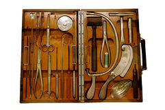 Forntida kirurgverktygslåda Arkivbild