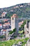 Forntida klockatorn i stången, Montenegro Royaltyfri Bild