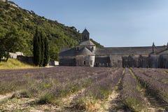Forntida kloster Abbaye Notre-Dame de Senanque (abbotskloster av Senan Arkivbild