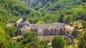 Forntida kloster Abbaye Notre-Dame de Senanque eller Notre-Dame de Senanque Royaltyfria Bilder