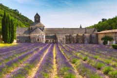 Forntida kloster Abbey Notre-Dame de Senanque i Vaucluse, Frankrike Fotografering för Bildbyråer