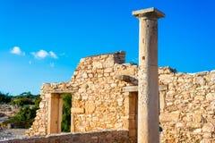 Forntida kolonn på fristaden av Apollo Hylates Limassol område Royaltyfria Bilder