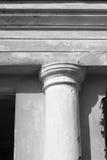 Forntida kolonncloseup/svartvitt foto Royaltyfri Bild
