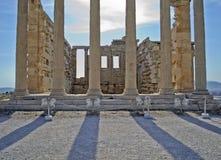 Forntida kolonner i Aten Grekland Royaltyfria Bilder