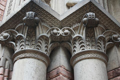 Forntida kolonner i Corinthian utformar royaltyfri bild