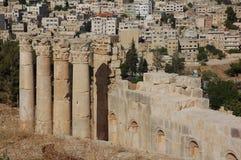Forntida kolonner i den forntida romerska staden Gerasa, i dag Jerash, Jordanien Royaltyfria Foton