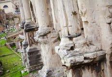 Forntida kolonner i den Rome staden fördärvar Fotografering för Bildbyråer