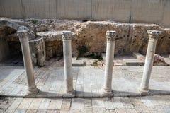 Forntida kolonner i Jerusalem Royaltyfri Fotografi