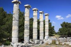 Forntida kolonner i Priene Royaltyfria Foton