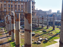 Forntida kolonner och utgrävning, Rome, Italien Royaltyfri Fotografi