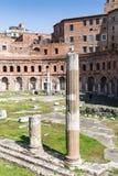 Forntida kolonner på den Trajan `en s marknadsför, Rome, Italien, Europa fotografering för bildbyråer