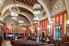 Forntida korridor i stadshus i Barcelona, Spanien. Royaltyfri Fotografi