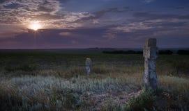 Forntida kors på solnedgången Royaltyfria Bilder