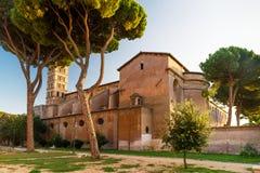 Forntida kristenkyrka på den Aventine kullen i Rome Arkivbild