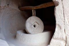Forntida kvarnsten i museum Zelve för öppen luft i Cappadocia, Turkiet Fotografering för Bildbyråer