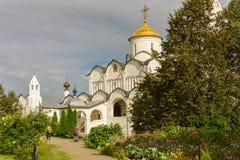 Forntida kyrka i Suzdal Den guld- cirkel`en för ` av Ryssland Historisk arkitektur av Ryssland Royaltyfria Bilder