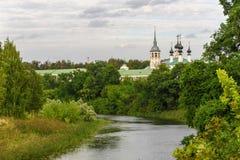Forntida kyrka i Suzdal Den guld- cirkel`en för ` av Ryssland Historiska dragningar och arkitektur av Ryssland Arkivfoton