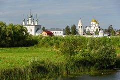 Forntida kyrka i Suzdal Den guld- cirkel`en för ` av Ryssland Historiska dragningar och arkitektur av Ryssland Royaltyfria Bilder