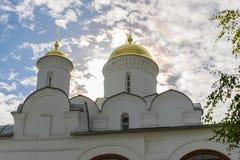 Forntida kyrka i Suzdal Den guld- cirkel`en för ` av Ryssland Historiska dragningar och arkitektur av Ryssland Royaltyfri Bild