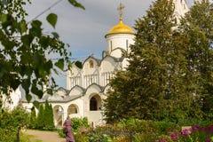 Forntida kyrka i Suzdal Historiska dragningar och arkitektur av Ryssland Arkivfoton