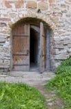 Forntida kyrklig dörr Royaltyfria Foton