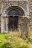 Forntida kyrklig dörr Fotografering för Bildbyråer