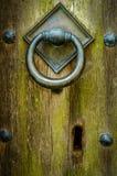 Forntida kyrklig dörr Arkivbild