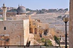 Forntida kyrkogård på Mount of Olives. Jerusalem Royaltyfria Bilder