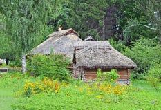 forntida ladugård förlägga i barack lantligt Royaltyfri Foto