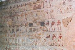 Forntida målning på väggen på egyptiska gravar Royaltyfri Bild