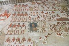 Forntida målning på väggen på egyptiska gravar Royaltyfria Bilder