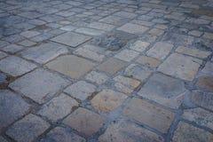 Forntida mörk modell för granitstengolv som bakgrund i Italien royaltyfria bilder