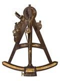 Forntida maritim sextant som isoleras på vit Royaltyfria Bilder