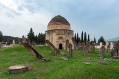 Forntida mausoleum och kyrkogård, Yeddi Gumbez komplex, Shamak arkivbild