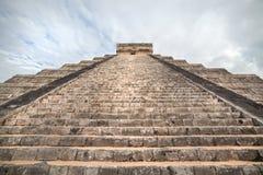 Forntida Mayan pyramid, Kukulcan tempel på Chichen Itza, Yucatan, Mexico Royaltyfri Bild