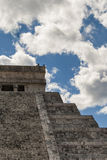 Forntida Mayan pyramid, Kukulcan tempel på Chichen Itza, Yucatan, Mexico Royaltyfri Foto