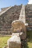 Forntida Mayan pyramiddetalj, Kukulcan tempel på Chichen Itza, Yucatan, Mexico Arkivfoton